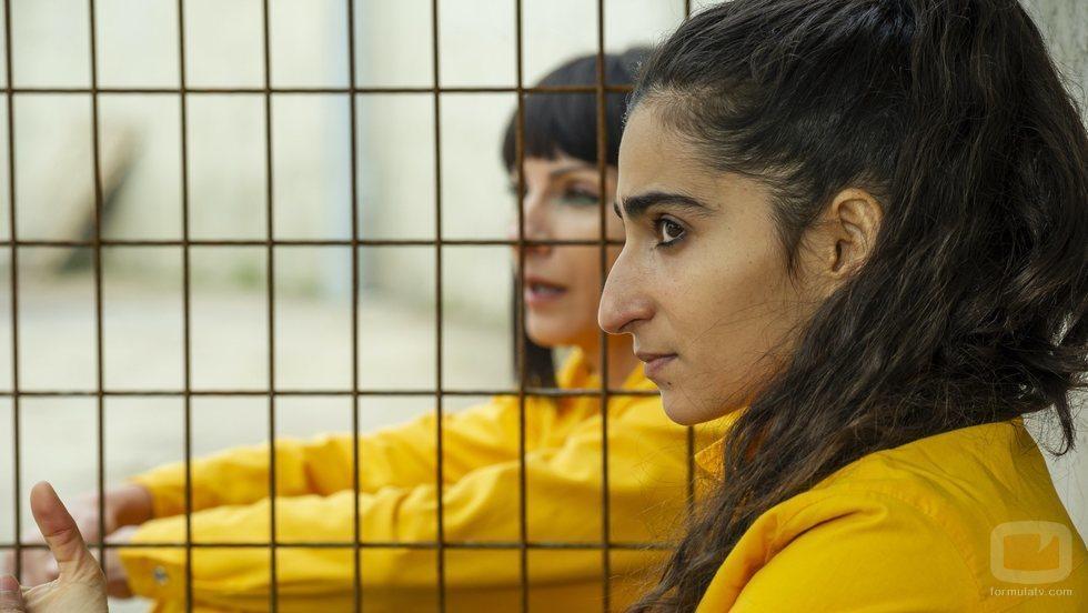 Saray y Zulema en el capítulo final de 'Vis a vis: El oasis'