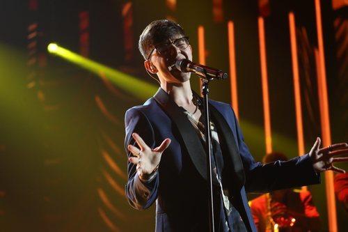 """Flavio canta """"Death of a bachelor"""", en la Gala Final de 'OT 2020'"""