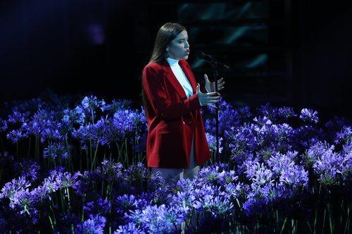 "Eva canta ""People help the people"", en la Gala Final de 'OT 2020'"