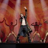 Alexander Lemtov canta en 'Festival de la Canción de Eurovisión: La historia de Fire Saga'