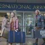 Lars y Sigrit llegan al aeropuerto en 'Festival de la Canción de Eurovisión: La historia de Fire Saga'