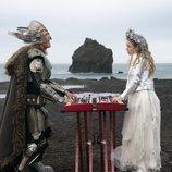 """Lars y Sigrit en el videoclip de """"Volcano Man"""", tema de 'Festival de la Canción de Eurovisión: La historia de Fire Saga'"""