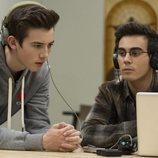 Griffin Gluck y Tyler Alvarez en 'American Vandal'