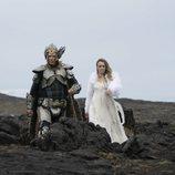 """Lars y Sigrit cantan """"Volcano Man"""" en 'Festival de la Canción de Eurovisión: La historia de Fire Saga'"""