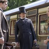 Henry Cavill, Sam Claflin y Millie Bobby Brown en 'Enola Holmes'