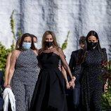 Ana Obregón, su hermana Celia y Carolina Monje en el funeral de Álex Lequio