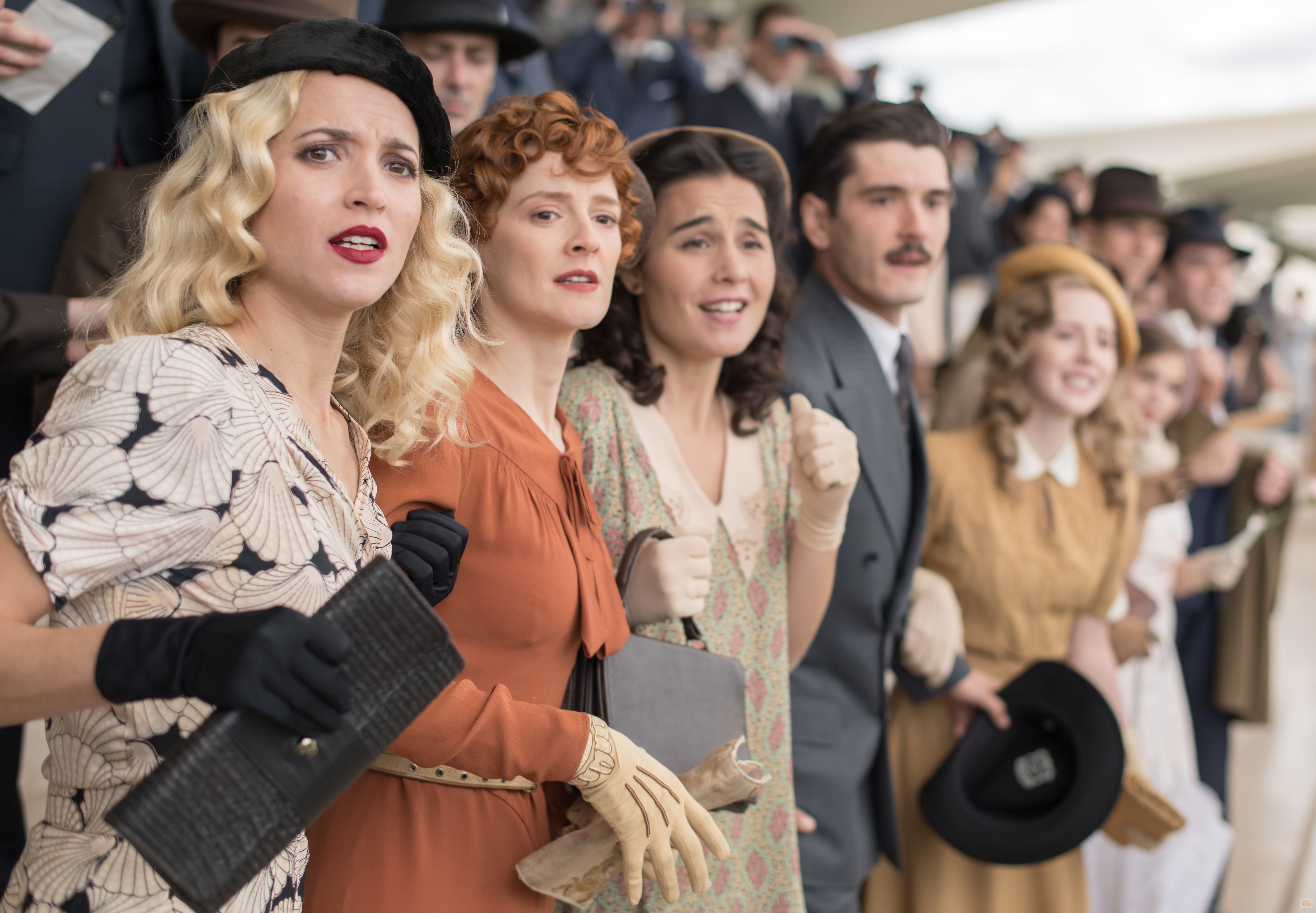 Carlota, Marga, Óscar, Francisco y Sofía en la temporada final de 'Las chicas del cable'