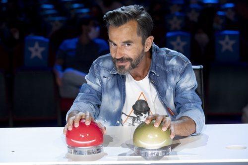 Santi Millán con los pulsadores de 'Got Talent 6'