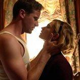 Armie Hammer y Lily James en 'Rebecca', de Netflix