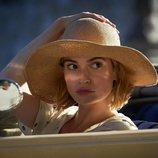 Lily James es la protagonista de 'Rebecca' en Netflix