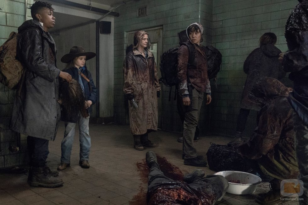 Carol, Kelly, Judith y Beatrice en el 10x16 de 'The Walking Dead'