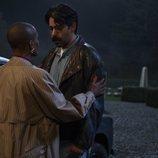 T'Nia Miller y Rahul Kohli en 'La maldición de Bly Manor'