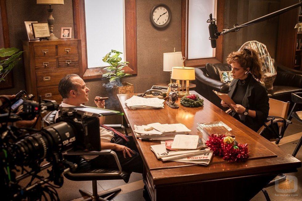 Javier Gutiérrez e Itsaso Arana en el rodaje de 'Reyes de la noche'