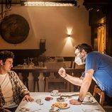 Miki Esparbé y Carlos Therón en el rodaje de 'Reyes de la noche'