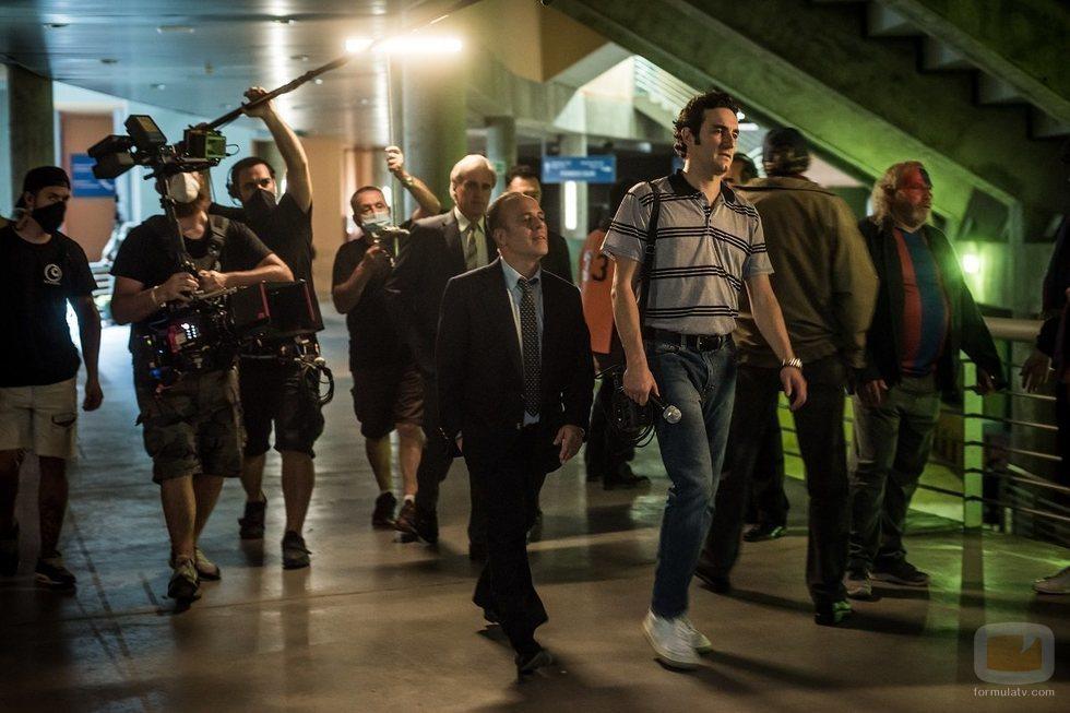 Javier Gutiérrez y Miki Esparbé en el rodaje de 'Reyes de la noche'