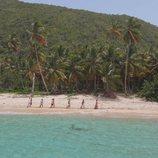 Sandra Barneda conduce a las parejas por la playa en 'La isla de las tentaciones 2'