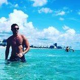Tom Brusse, de 'La isla de las tentaciones 2', semidesnudo en el mar