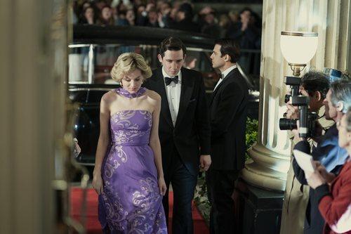 Diana de Gales (Emma Corrin) y el Príncipe Carlos (Josh O'Connor) en la temporada 4 de 'The Crown'