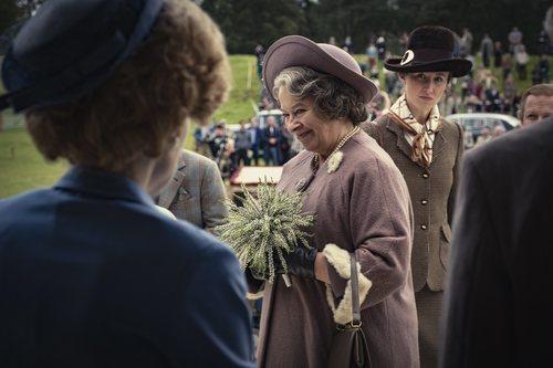 Margaret Thatcher, la Reina Isabel y la Princesa Ana en la temporada 4 de 'The Crown'
