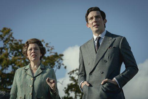 Isabel II y el Príncipe Carlos en la temporada 4 de 'The Crown'