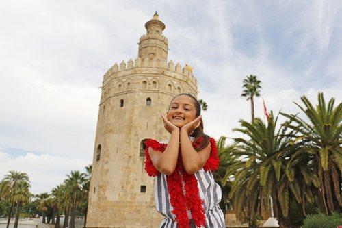"""Soleá junto a la Torre del Oro en el rodaje de """"Palante"""" para Eurovisión Junior 2020"""