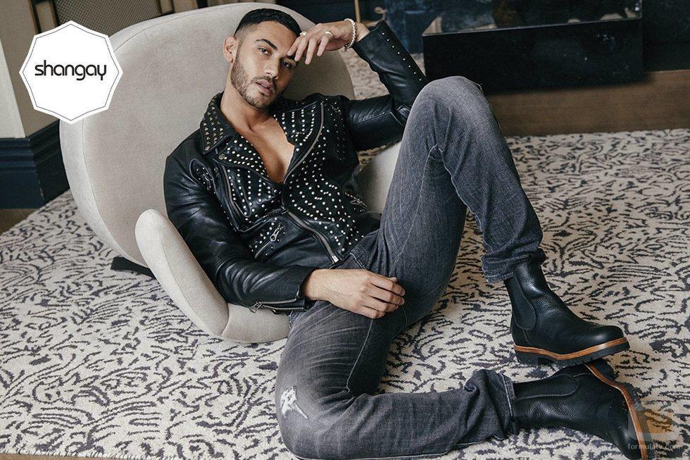 Alejandro Speitzer posa sexy para la revista Shangay