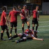 David y Iago juegan al fútbol en la cuarta temporada de 'Estoy vivo'