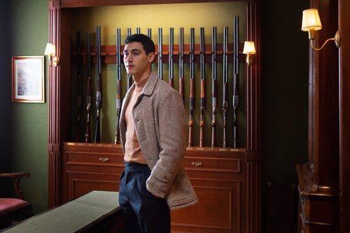 Alejandro Speitzer da vida a Gabino en 'Alguien tiene que morir'