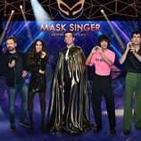 Presentador e investigadores de 'Mask Singer: adivina quién canta'