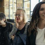 Valeria junto a varios amigos de Cristina en el 1x08 de 'Veneno'