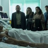 Los familiares de Cristina acuden al hospital en el desenlace de 'Veneno'