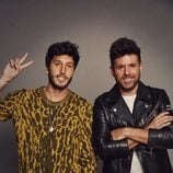 Sebastián Yatra ayuda a Pablo López durante los asaltos de 'La Voz 2020'