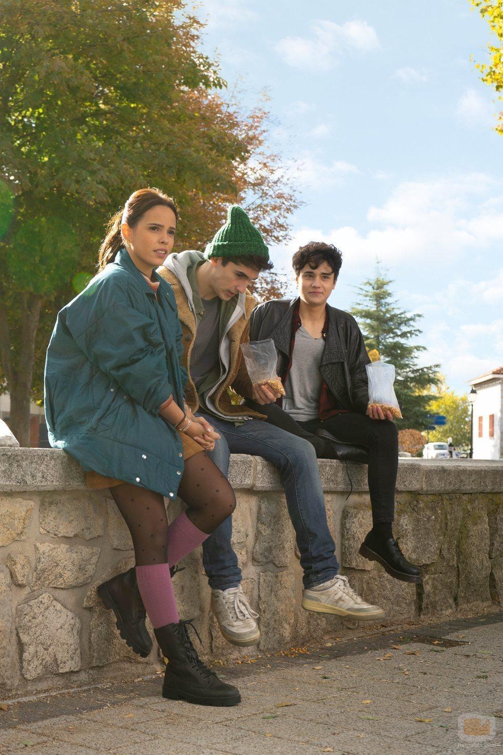 Gloria Camila (Cloe), Mario Garcia (Ribero) y Kenai White (María), en 'Dos vidas'