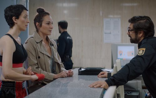 Ana Milán y Pilar Bergés en la policía en 'ByAnaMilán'