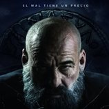 Póster del padre Vergara (Eduard Fernández) en '30 monedas'