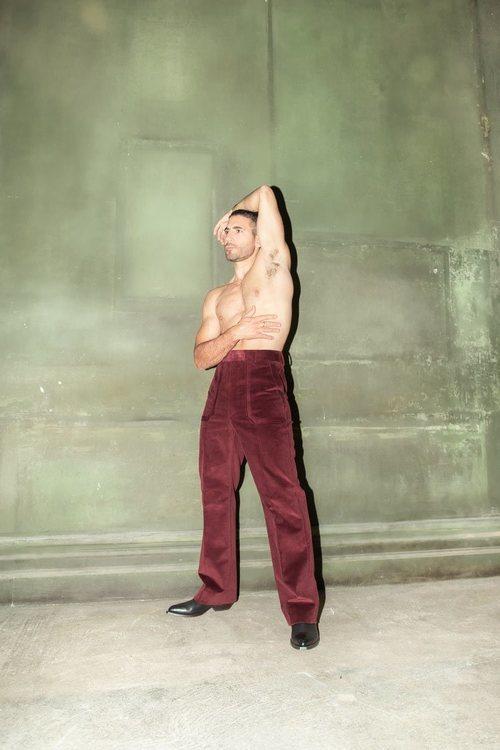 Miguel Ángel Silvestre, muy sensual en un posado sin camiseta para Madmenmag