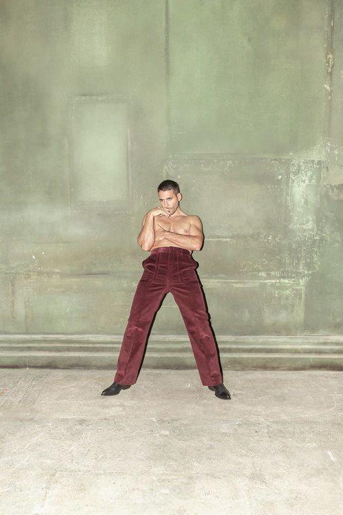 Miguel Ángel Silvestre, muy sexy posando sin camiseta para Madmenmag