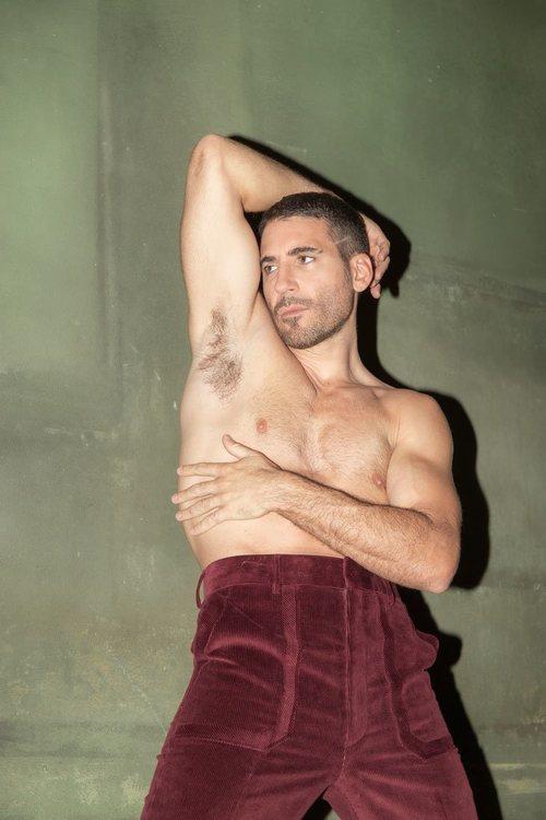 Miguel Ángel Silvestre posa sin camiseta en una sesión de fotos muy sexy para Madmenmag