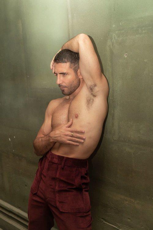 Posado de Miguel Ángel Silvestre sin camiseta para la revista Madmenmag