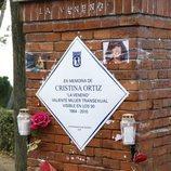 La placa en recuerdo de Cristina La Veneno en detalle