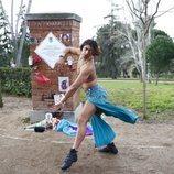 Performance en homenaje a Cristina La Veneno ante su placa en el Parque del Oeste