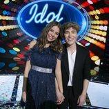 Índigo Salvador junto a Carlos Marco tras la final de 'Idol Kids'