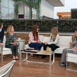Paz Padilla, Eva Isanta, Víctor Palmero, Vanesa Romero y Cristina Medina reunidas en 'La que se avecina'