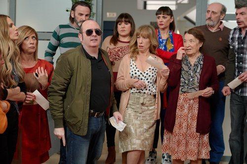 El elenco de 'La que se avecina' delante del portal de Mirador de Montepinar