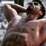 Can Yaman, con el torso desnudo, en 'Mr. Wrong (Bay Yanlis)'