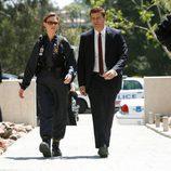 Brennan y Booth caminan en 'Bones'