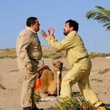 Pepón Nieto y Paco Tous discutiendo en el desierto en 'Los hombres de Paco'