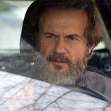 Tristán Ulloa como Ángel dentro de un coche 'La caza. Tramuntana'