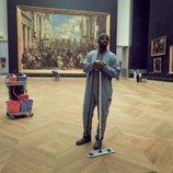 Assane Diop (Omar Sy) limpiando el Louvre en 'Lupin'