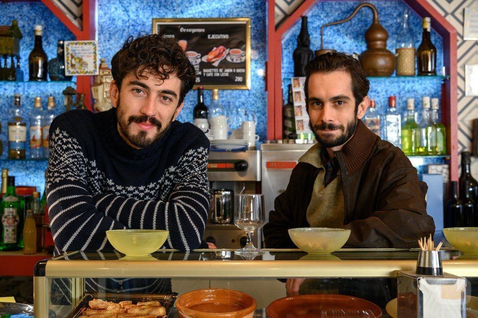 Santi Crespo y Manu Dios en la temporada 21 de 'Cuéntame'